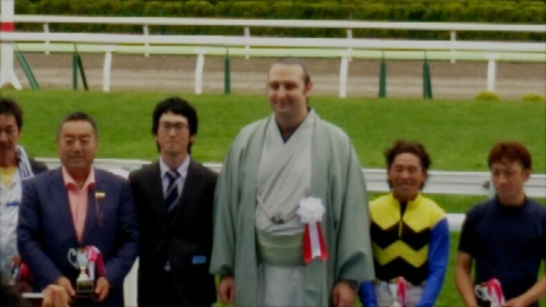 函館競馬に琴欧洲親方_b0106766_2314931.jpg