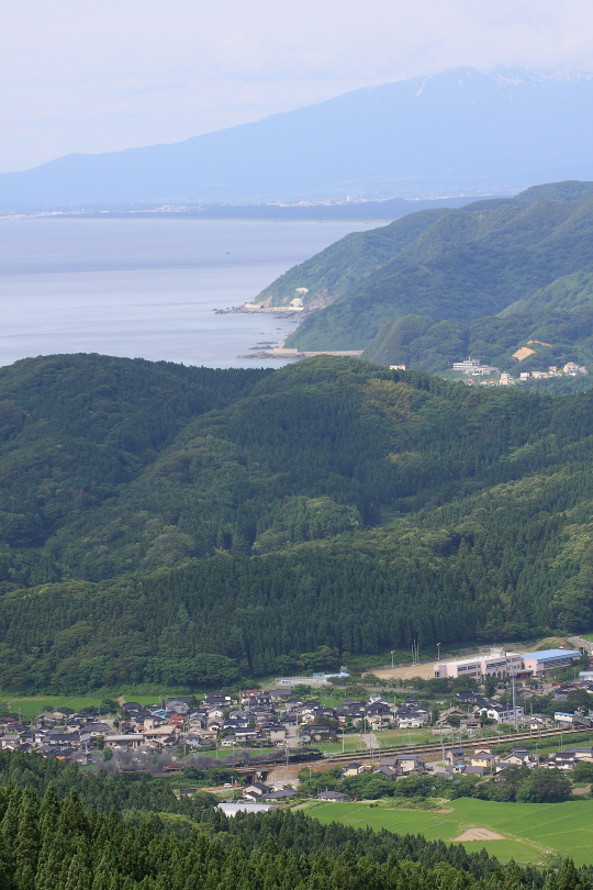 鳥海山と日本海と黒煙 - 2014年初夏・羽越本線 -  _b0190710_23563026.jpg