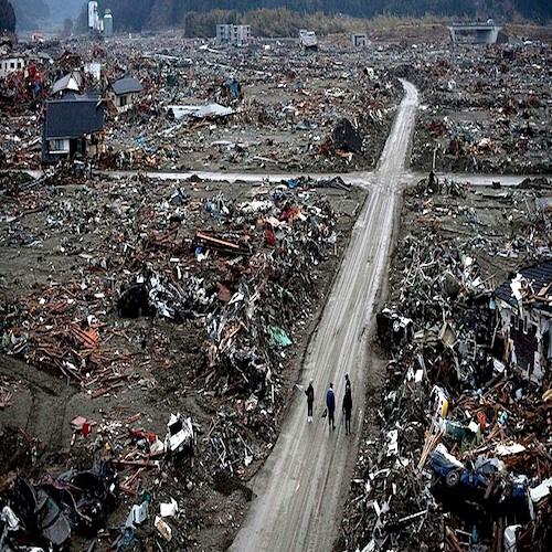 21107の死の重さ うわっつらうわべのイカサマ・パルジー・マサシの安っぽい祈りの対極にあるもの_c0109850_5535261.jpg