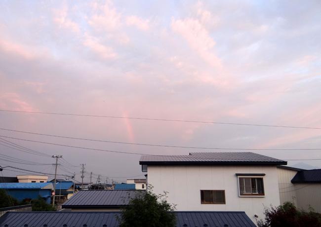 夕焼け空に小さな虹が~ ♪_a0136293_17204085.jpg