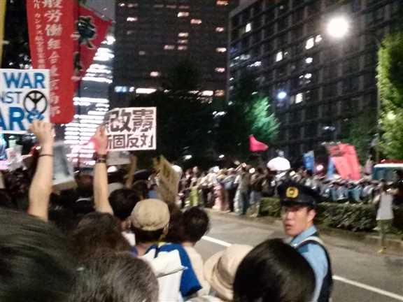日本の戦争参加・閣議決定前夜 官邸前に4万人以上 抗議連続6時間_c0024539_328517.jpg