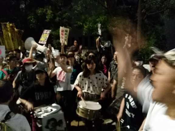 日本の戦争参加・閣議決定前夜 官邸前に4万人以上 抗議連続6時間_c0024539_328583.jpg