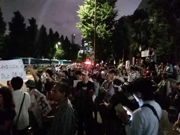 日本の戦争参加・閣議決定前夜 官邸前に4万人以上 抗議連続6時間_c0024539_328766.jpg