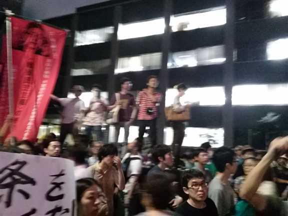 日本の戦争参加・閣議決定前夜 官邸前に4万人以上 抗議連続6時間_c0024539_32885.jpg