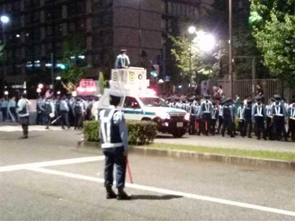 日本の戦争参加・閣議決定前夜 官邸前に4万人以上 抗議連続6時間_c0024539_328999.jpg
