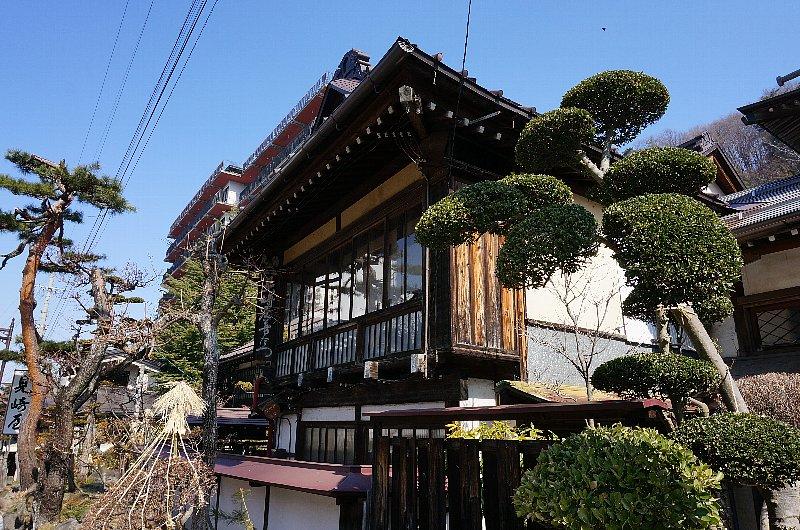 湯田中温泉の町並みと旅館群_c0112559_9234426.jpg