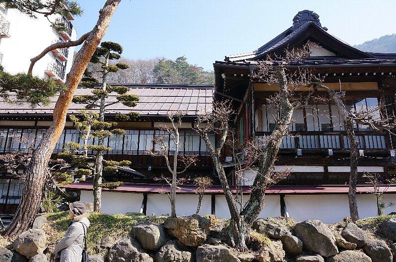 湯田中温泉の町並みと旅館群_c0112559_9235475.jpg