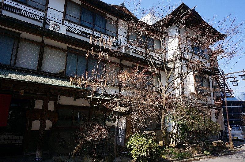 湯田中温泉の町並みと旅館群_c0112559_9252435.jpg