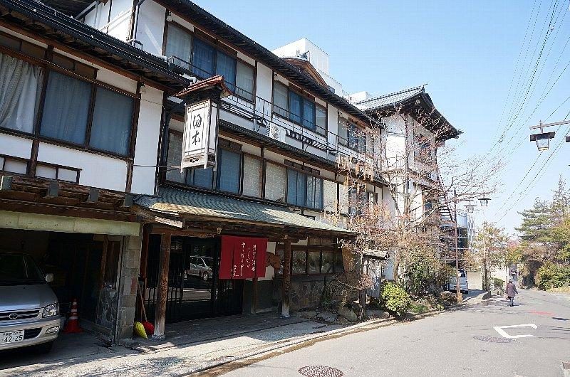 湯田中温泉の町並みと旅館群_c0112559_9272799.jpg