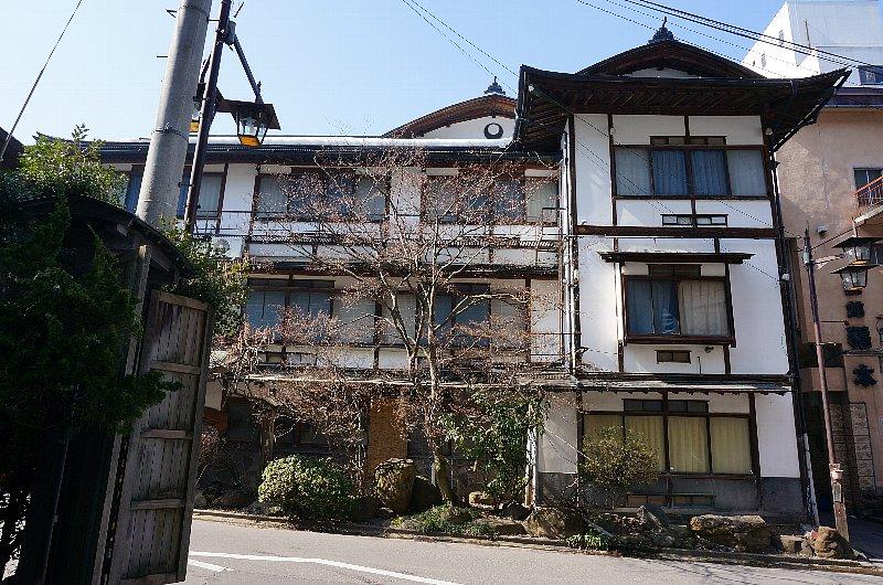 湯田中温泉の町並みと旅館群_c0112559_927959.jpg