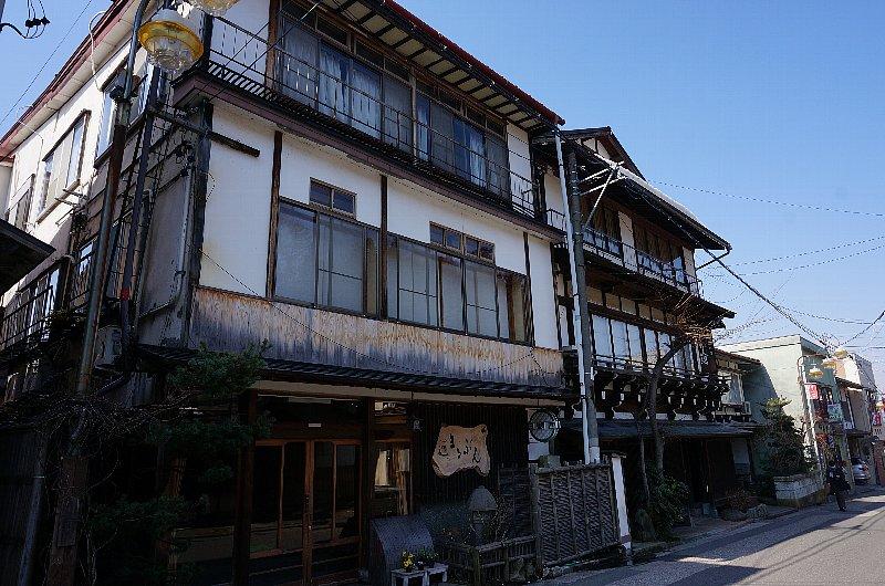 湯田中温泉の町並みと旅館群_c0112559_9292742.jpg