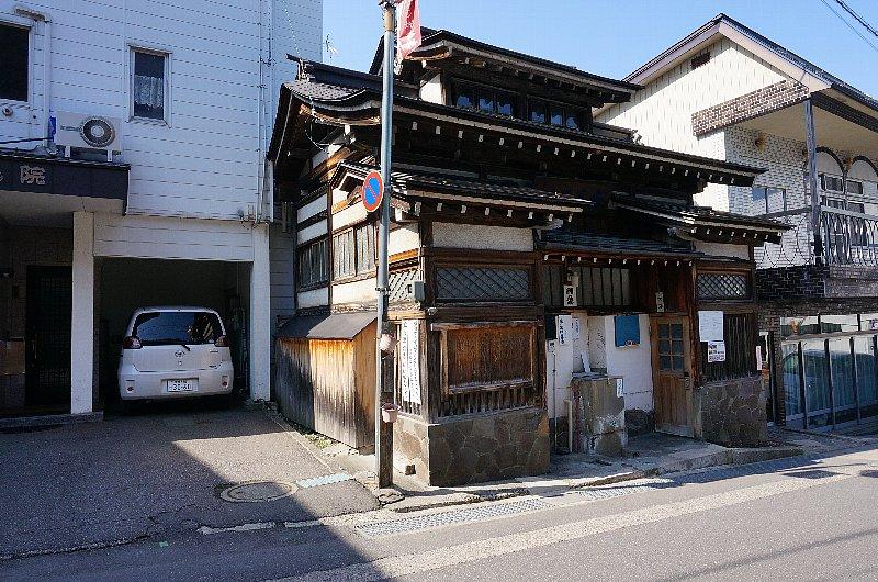 湯田中温泉の町並みと旅館群_c0112559_9325576.jpg
