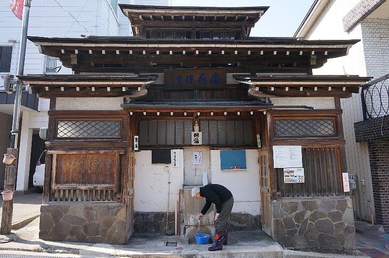 湯田中温泉の町並みと旅館群_c0112559_9335547.jpg
