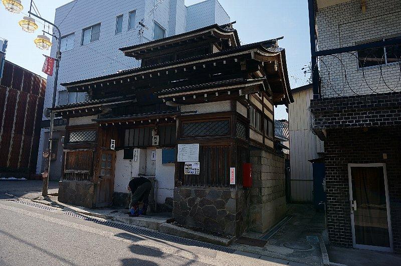 湯田中温泉の町並みと旅館群_c0112559_934399.jpg