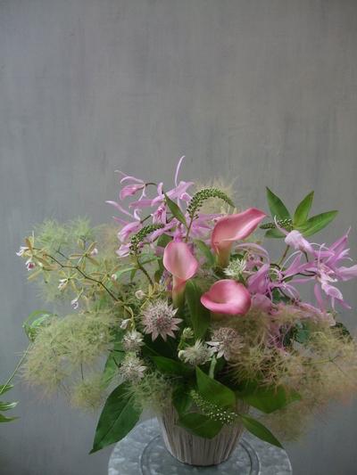 オークリーフ(スモークツリーを入れた、季節のアレンジメント)_f0049672_13155796.jpg