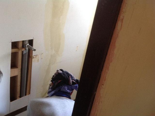 キッチンに座る女仕事人Aさん_f0031037_1872446.jpg