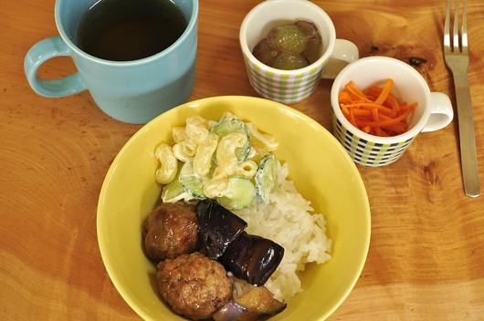 肉団子とナスの煮浸し弁当と息子朝ごはん_b0171098_8142630.jpg