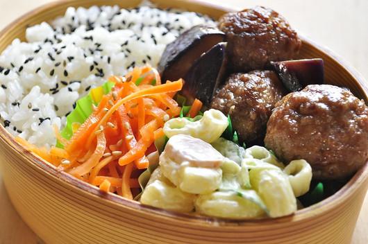 肉団子とナスの煮浸し弁当と息子朝ごはん_b0171098_8183761.jpg