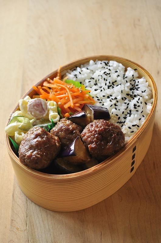 肉団子とナスの煮浸し弁当と息子朝ごはん_b0171098_885869.jpg