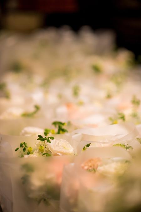 新郎新婦様からのメール 春の装花 ブラッスリー・ポールボキューズ様へ 夢ほたる2_a0042928_19102681.jpg