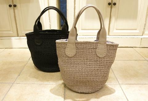 革のかごバッグが新鮮です。_c0227633_11463783.jpg
