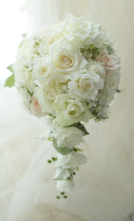 セミキャスケードブーケ バラらしいバラで ホテルベルクラシック東京様へ_a0042928_19434143.jpg