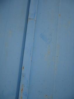 屋根に謎の足跡・・・。_c0223192_18392763.jpg