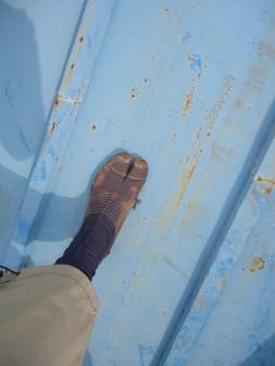 屋根に謎の足跡・・・。_c0223192_18415919.jpg