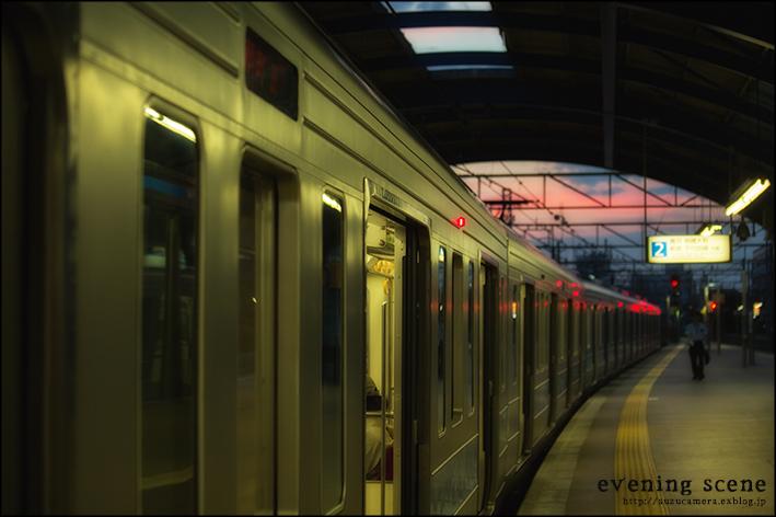 夕暮れ時の駅_f0100215_20292387.jpg