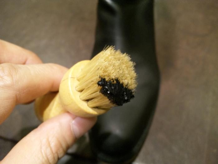 """靴のお手入れ艶出しの決め手は""""ブラシ""""ですよ。_b0226322_17032874.jpg"""