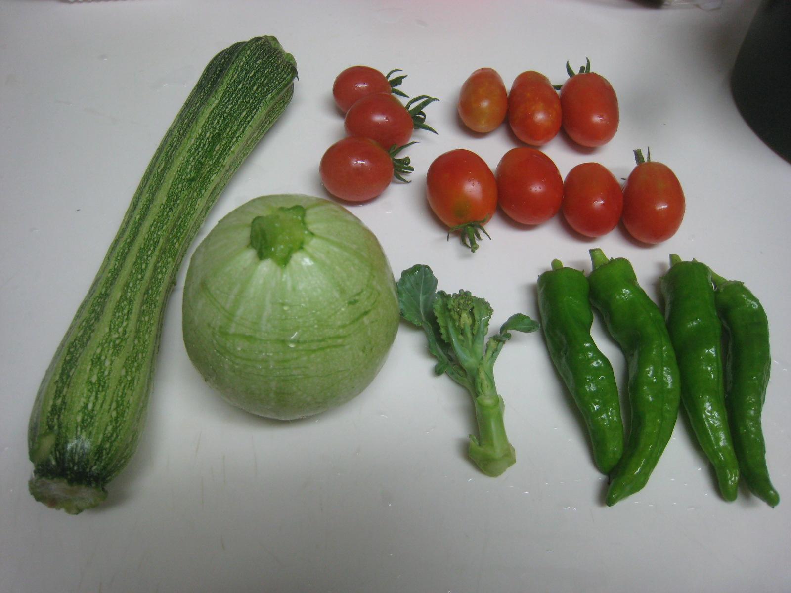 収穫物色々、夕飯も色々_e0121558_22460732.jpg