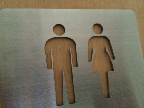 トイレのピクトサインの切断_d0085634_11594720.jpg