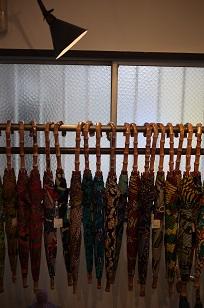 ①本日スタート「アフリカンバティック傘(かさ)展」_f0226293_7101469.jpg