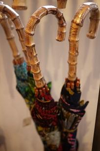 ①本日スタート「アフリカンバティック傘(かさ)展」_f0226293_7103046.jpg