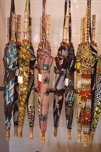 ①本日スタート「アフリカンバティック傘(かさ)展」_f0226293_7112039.jpg