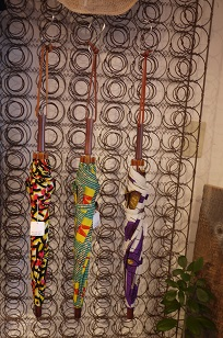 ①本日スタート「アフリカンバティック傘(かさ)展」_f0226293_711518.jpg