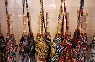 ①本日スタート「アフリカンバティック傘(かさ)展」_f0226293_711877.jpg
