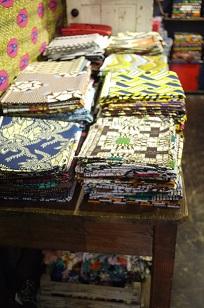 ②「アフリカンバティック」生地・服などなど_f0226293_7364331.jpg