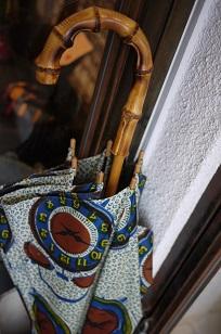 ①本日スタート「アフリカンバティック傘(かさ)展」_f0226293_795874.jpg