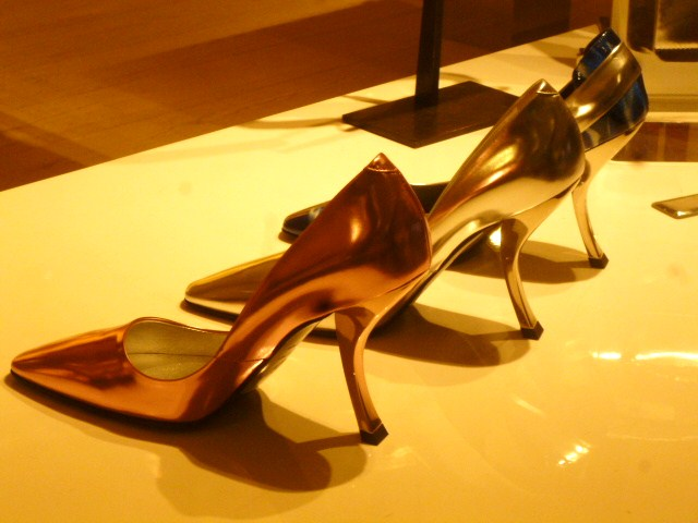 Roger  Vivier Hong Kong Shop Report・・・取りあえずはコレね_b0210699_23191992.jpg