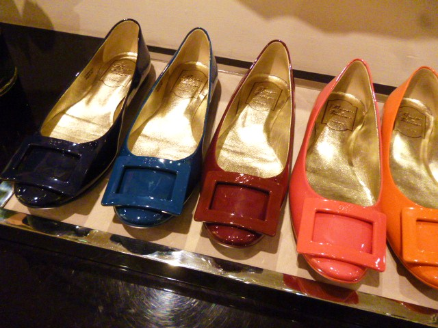 Roger  Vivier Hong Kong Shop Report・・・取りあえずはコレね_b0210699_23370348.jpg