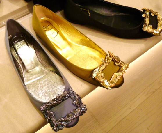 Roger  Vivier Hong Kong Shop Report・・・取りあえずはコレね_b0210699_23391529.jpg