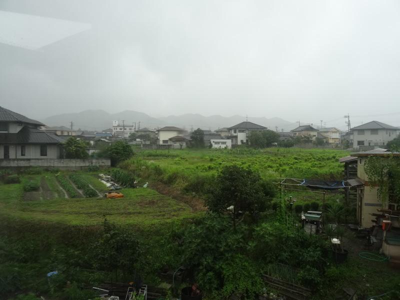 台風8号は少し おとなしくなったようだ_c0108460_15060871.jpg
