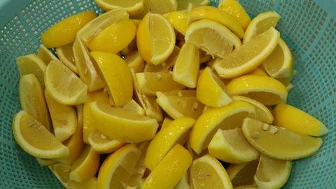 安塚の塩で梅干しと塩レモン。_d0182179_1847017.jpg