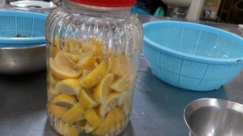 安塚の塩で梅干しと塩レモン。_d0182179_18501875.jpg