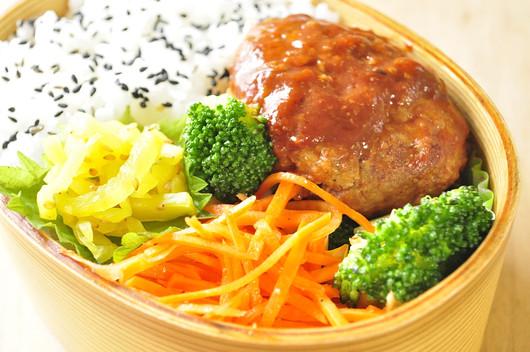 息子作豆腐ハンバーグのお弁当_b0171098_711443.jpg