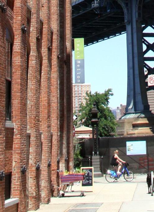 ブルックリンのDumboでお馴染みのユニークなギャラリー、Smack Mellon_b0007805_4481320.jpg