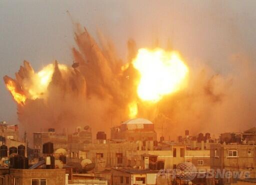 7/12 ガザ虐殺抗議 警察による封鎖の一部始終 イスラエル大使館前_f0212121_2239151.jpg