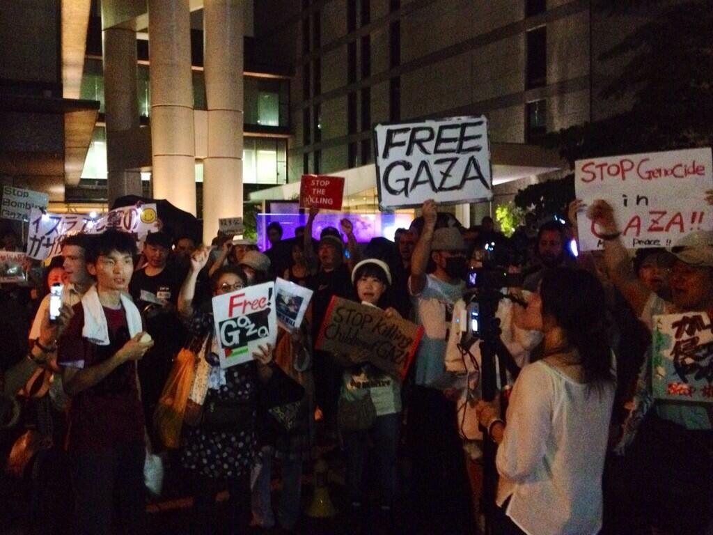 イスラエル大使館前 空爆抗議を多数の警官隊が妨害_f0212121_22505374.jpg