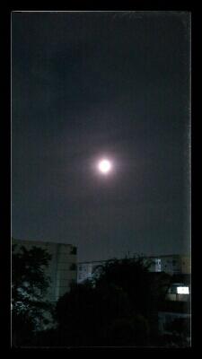 満月○_e0075673_2394611.jpg